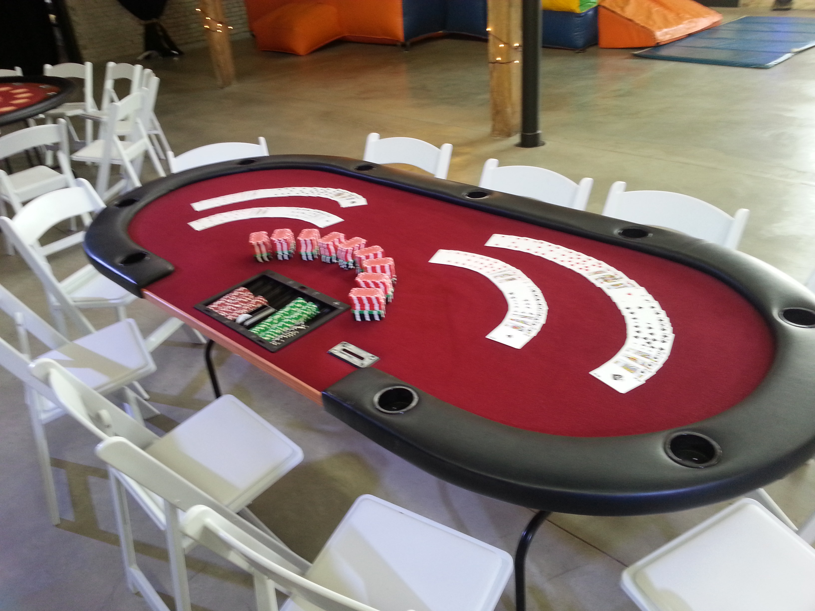 Premium poker table